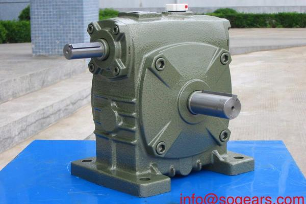 Worm gearbox for electric motor
